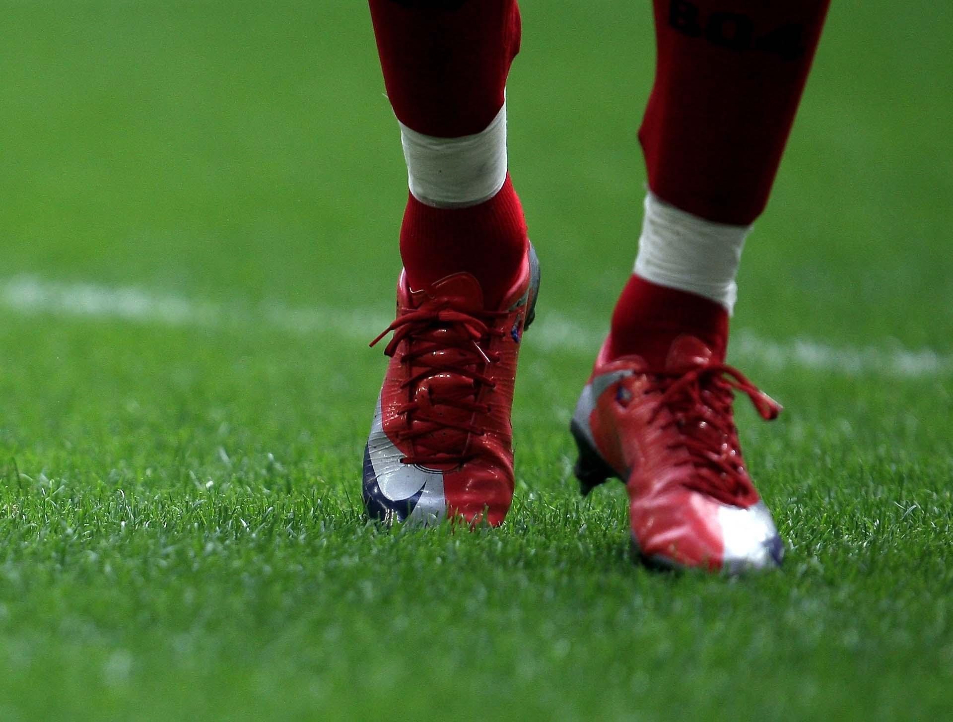 Đôi giày Nike Mercurial Superfly I đã đạt được trọng lượng siêu nhẹ tuy nhiên bị tính toàn sai về độ bền