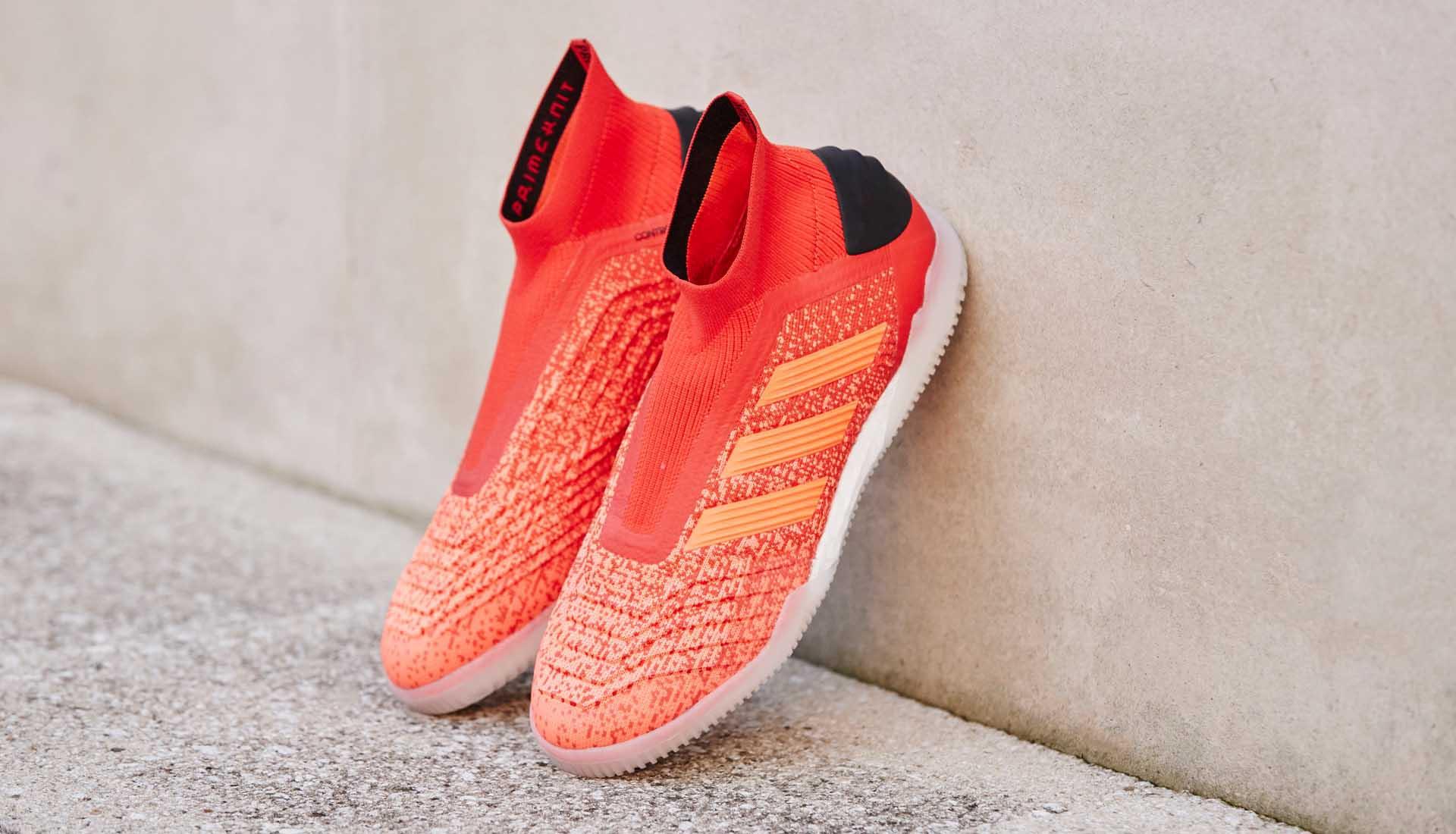 Giày đá bóng cổ cao thường có lưỡi gà vải thun thoát nhiệt tốt hơn