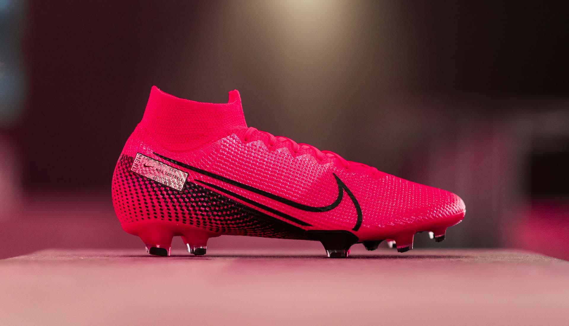Giày bóng đá Nike thường được sản xuất ở các nước có chi phí nhân công thấp trong đó có Việt Nam