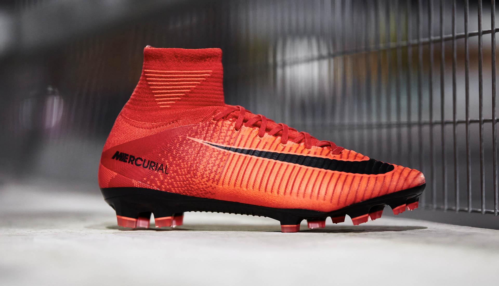 Giày đá banh chính hãng Nike, Adidas bạn mua ở nước nào cũng sẽ giống nhau