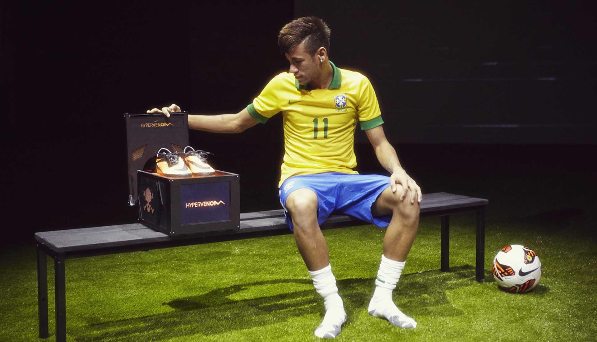 Neymar là một ngôi sao tài năng được Nike thửa riêng rất nhiều giày đá bóng