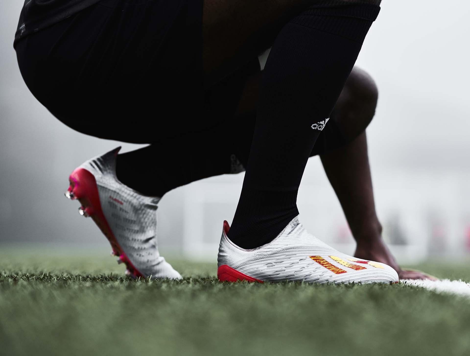 Giày đá banh Adidas X19+ được các cầu thủ chuyên nghiệp sử dụng và không hề bị lỏng chân