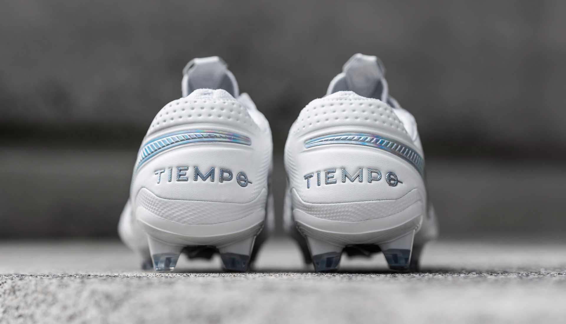 Giày bóng đá Nike Tiempo da thật đang ngày càng trở nên hiện đại hơn