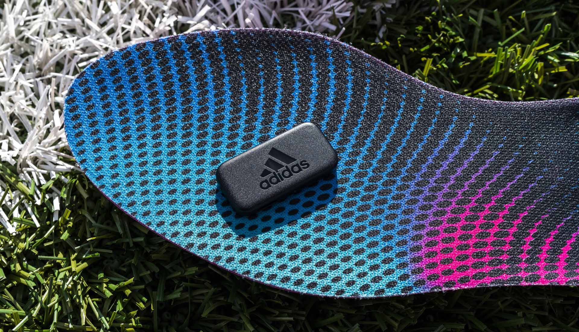Giay da bong gan chip Adidas (1)