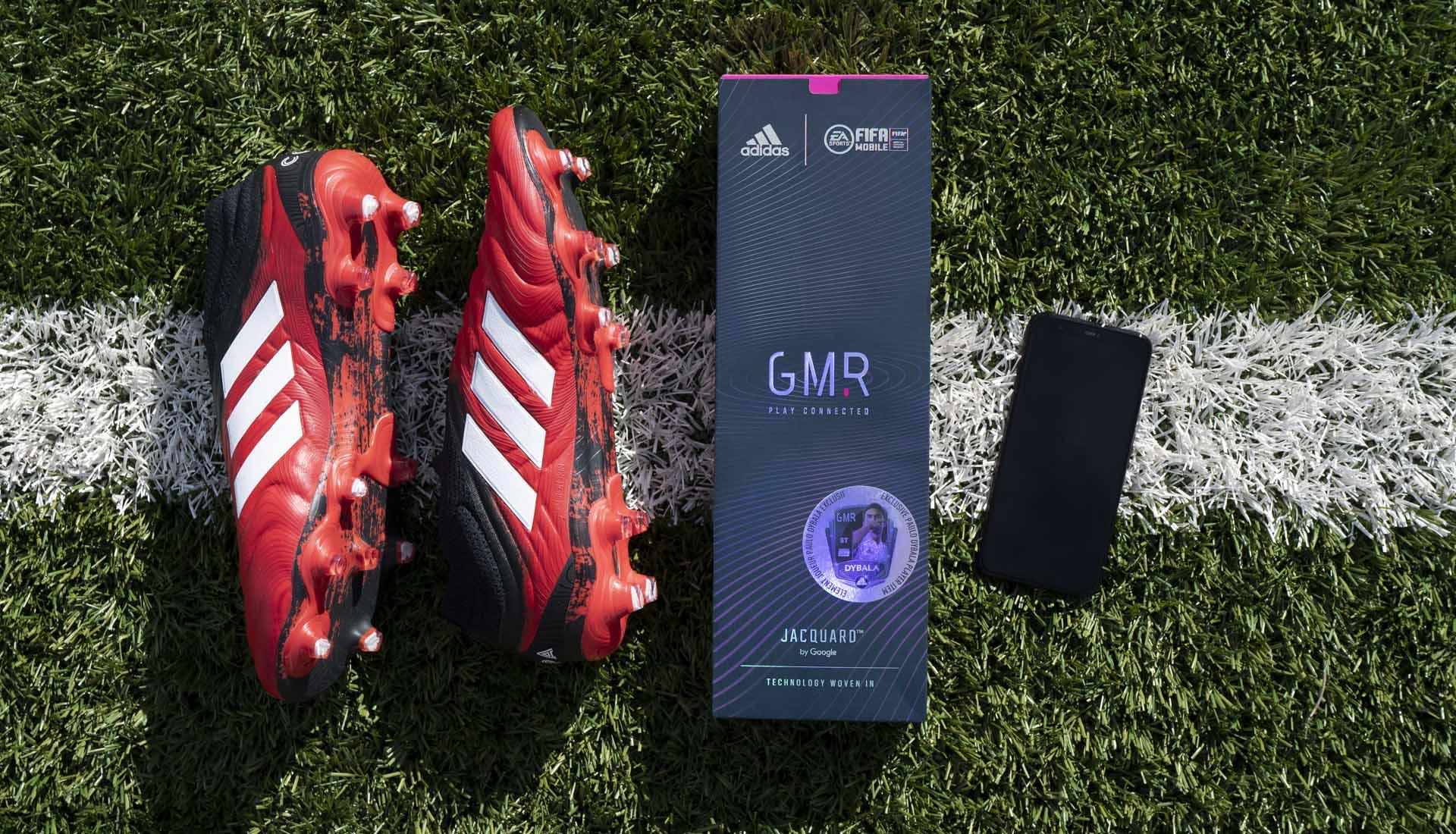 Giày bóng đá gắn chip GMR của Adidas