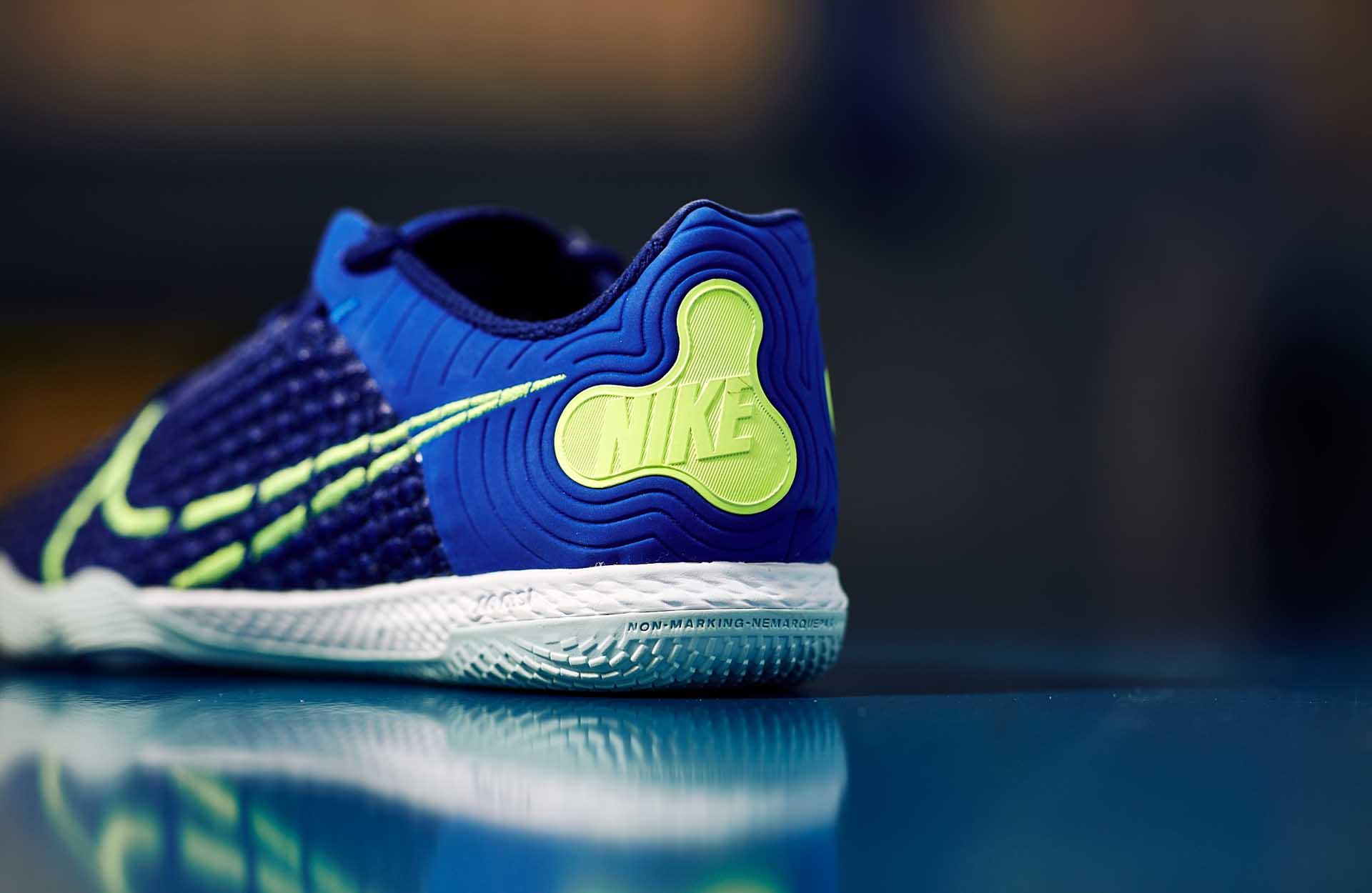 Giày bóng đá êm chân với đế giày 2 lớp sẽ bảo vệ bàn chân, khớp chân trước các tác động xấu