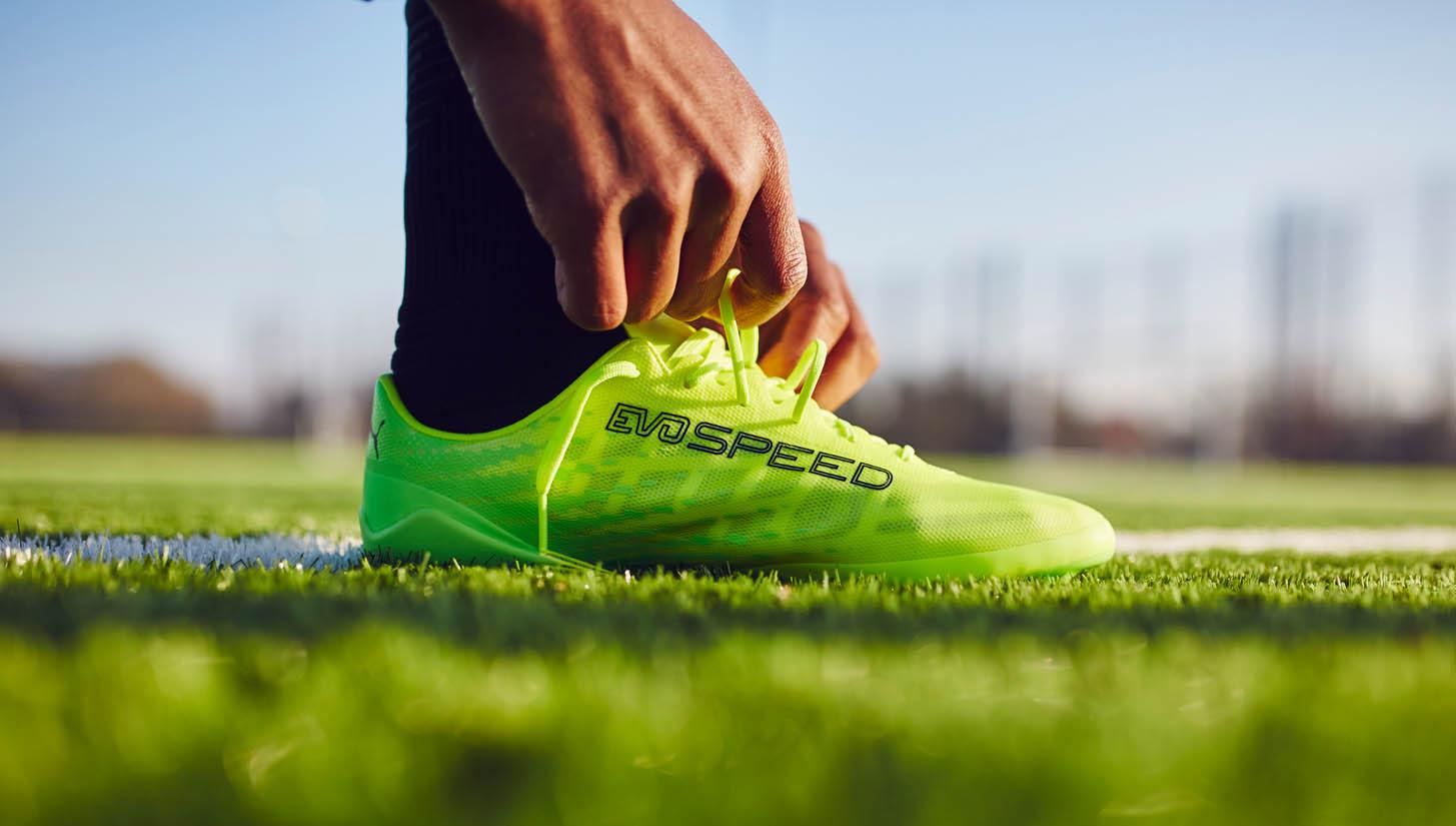 Giày đá bóng da mỏng thường có rất nhiều ưu điểm nhưng cũng có nhược điểm