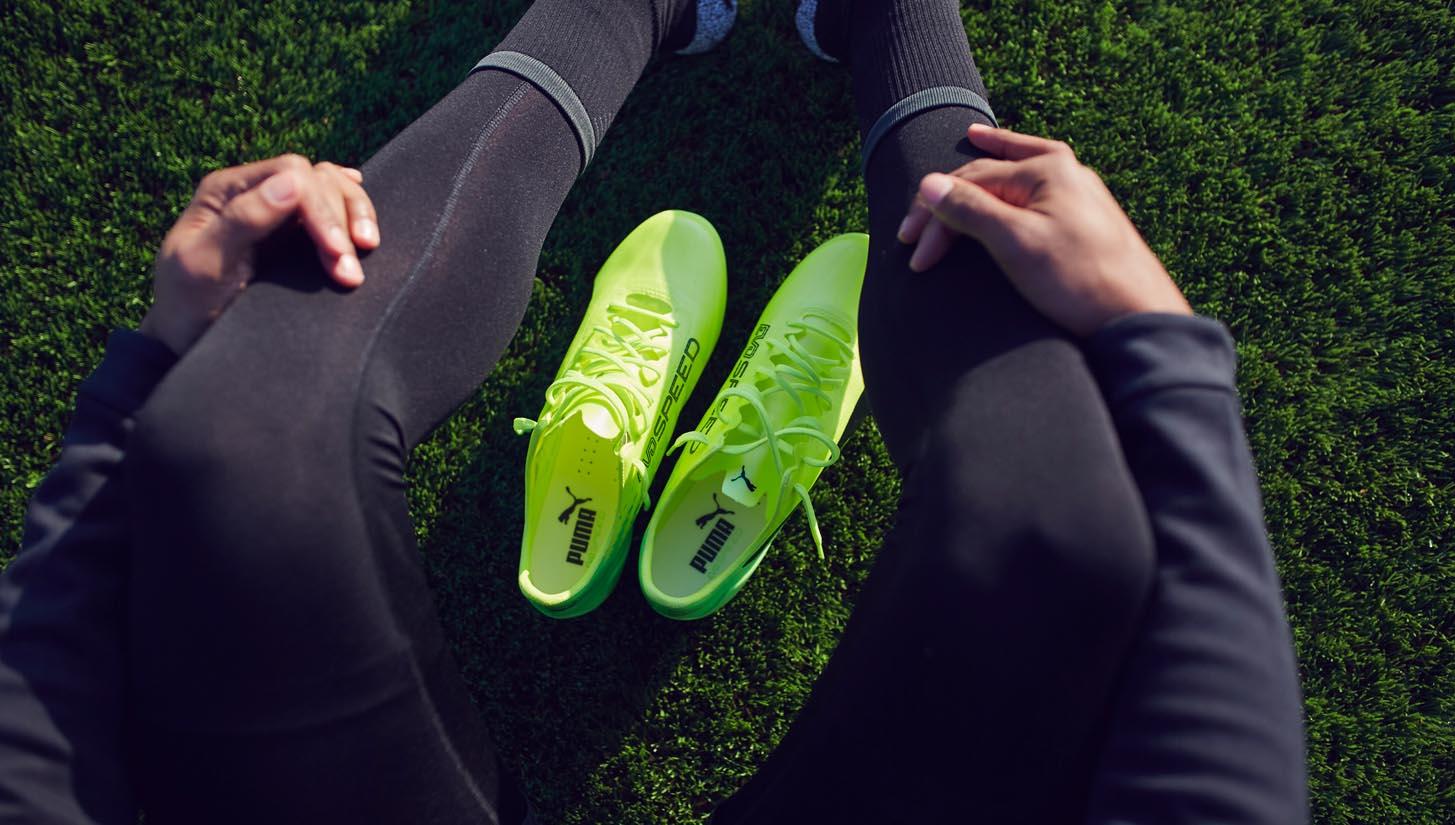 Giày đá bóng thật chân giúp cầu thủ có cảm giác bóng tốt lúc xử lý bóng
