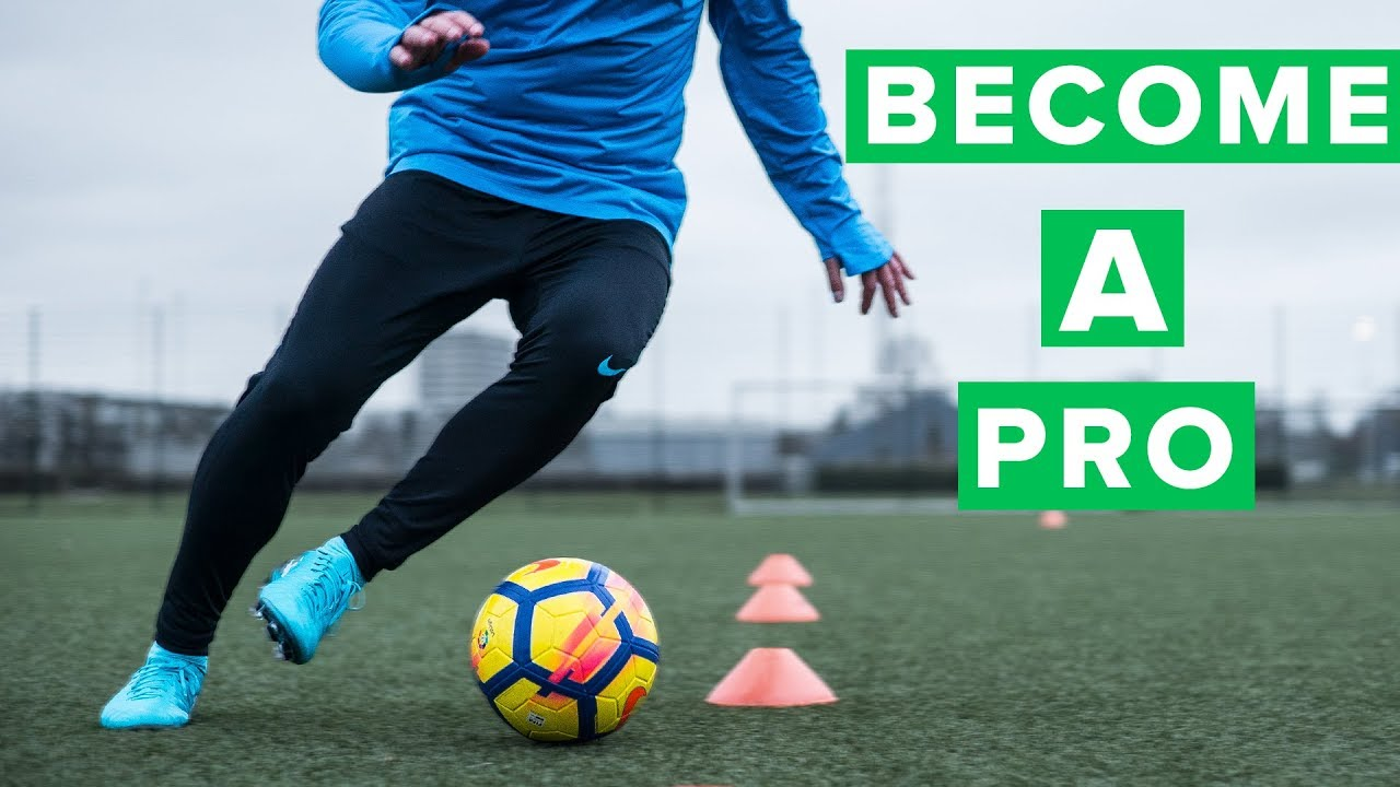 Giày đá bóng chính hãng thường sẽ hỗ trợ nâng cao khả năng chơi bóng của cầu thủ