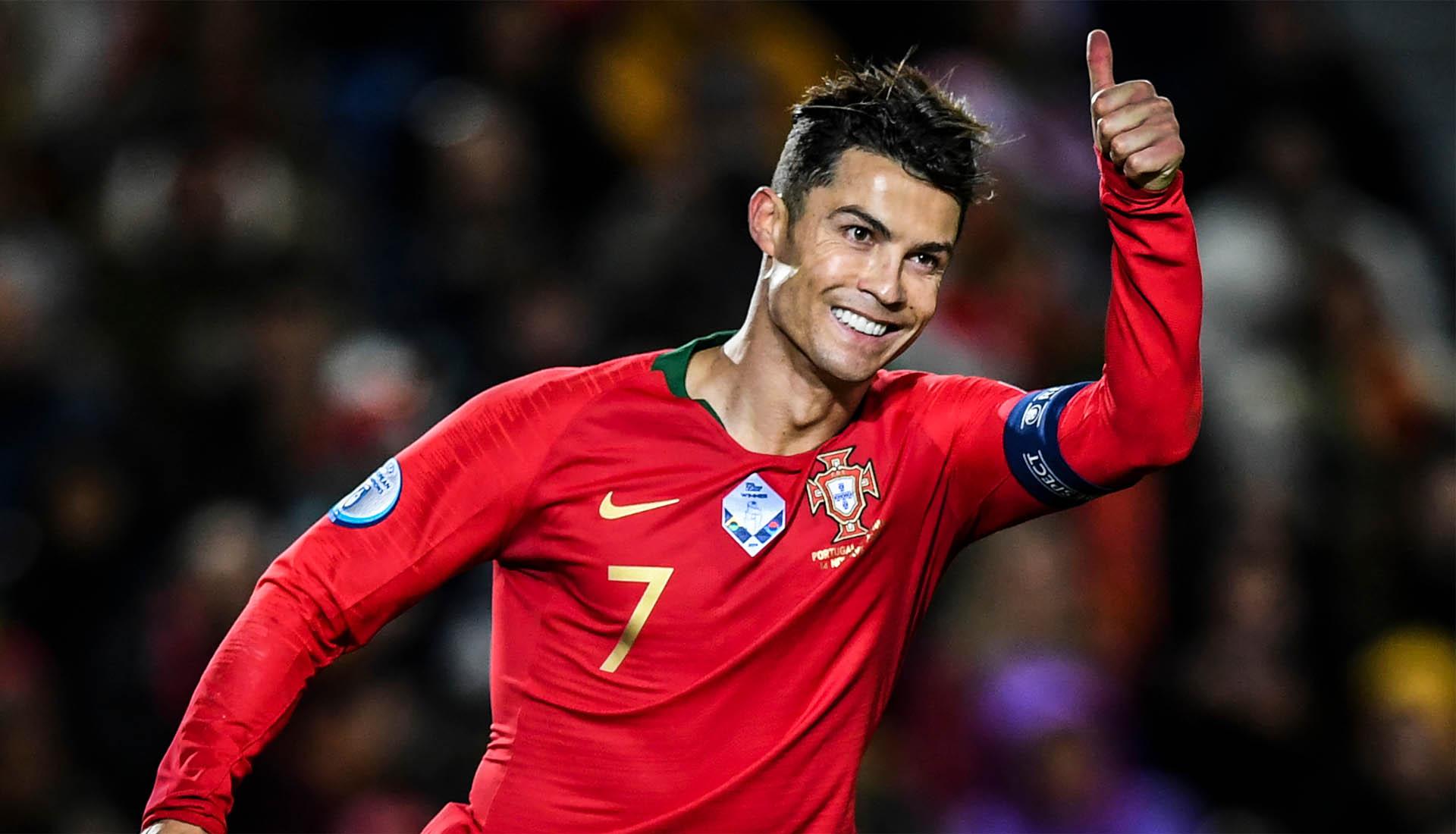 Ronaldo CR7 là ngôi sao người Bồ Đào Nha duy nhất bước vào ngôi đền huyền thoại