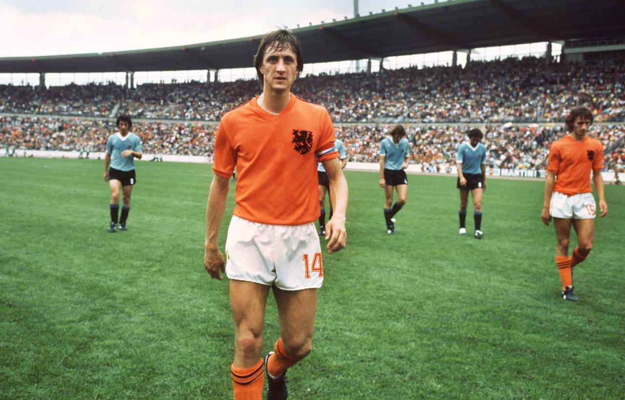 Johan Cruyff là huyền thoại bóng đá của cơn lốc màu da cam Hà Lan