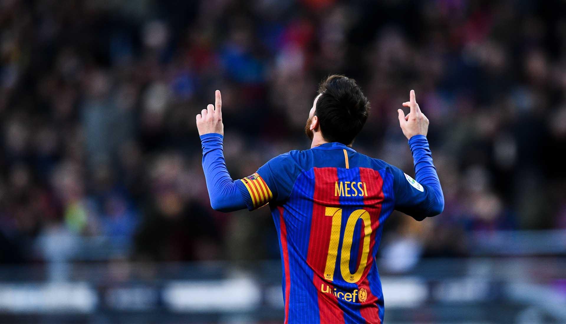 Messi sử dụng rất nhiều mẫu giày đá bóng để thi đấu chuyên nghiệp