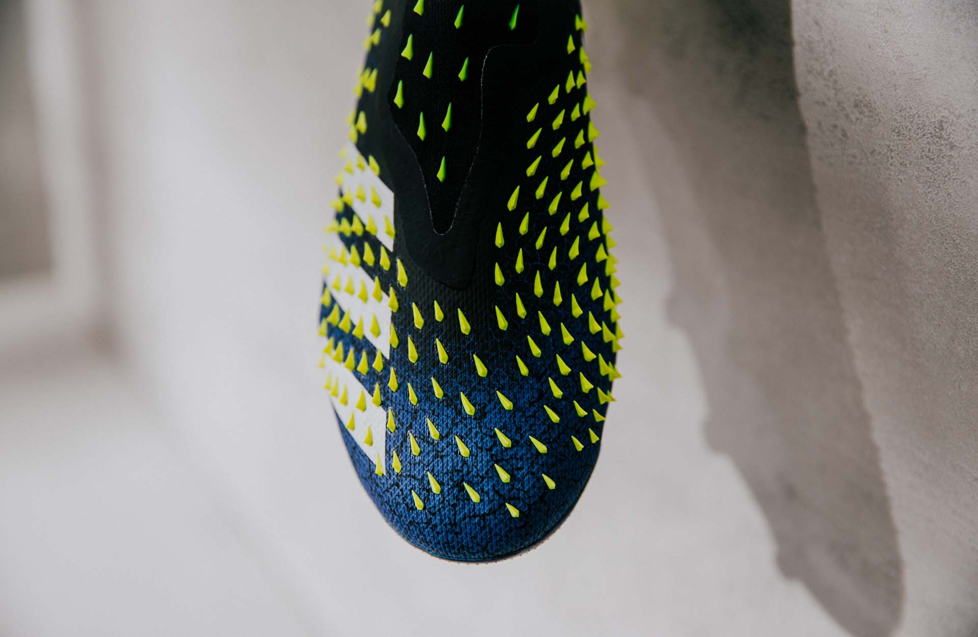 Adidas Predator Freak 2021 nổi bật với thiết kế gai nhọn cực kỳ ngầu ở trên bề mặt Upper