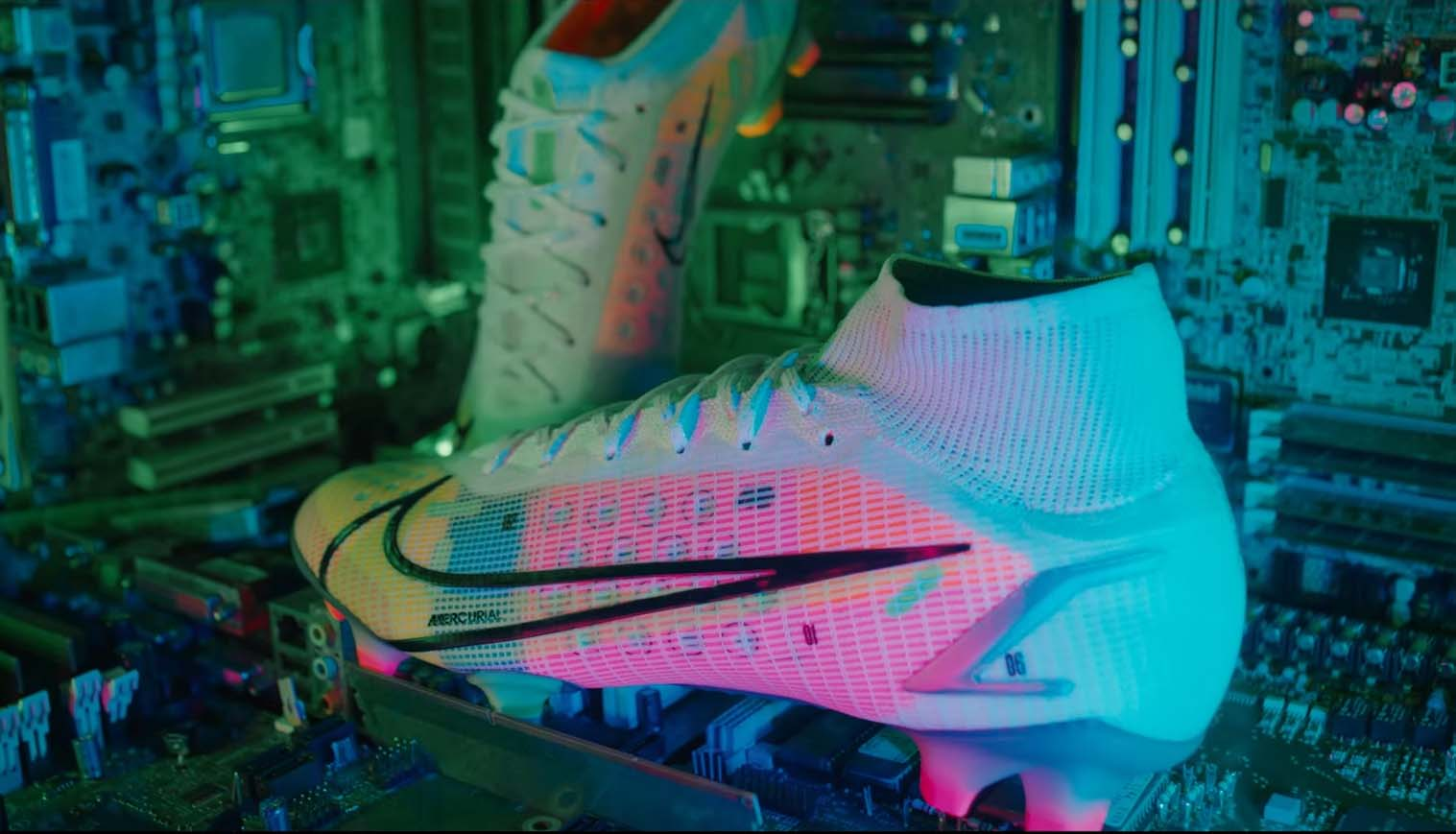 Giày đá bóng Nike Mercurial Superfly 8 và Vapor 14 được nâng cấp thay đổi nhiều về công nghệ, chất liệu